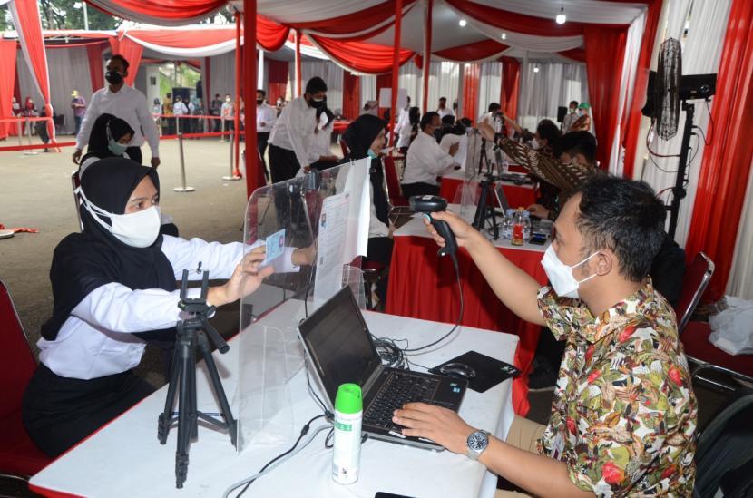 Kegiatan seleksi kompetensi dasar (SKD) Calon ASN 2021 di Cijantung, Jakarta, Sabtu (16/10).