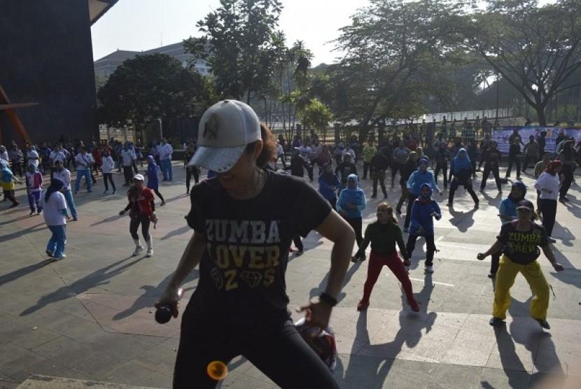 Kegiatan senam sehat yang digelar BNN Kota Bandung di GOR Saparua, Kota Bandung, Jumat (28/6).