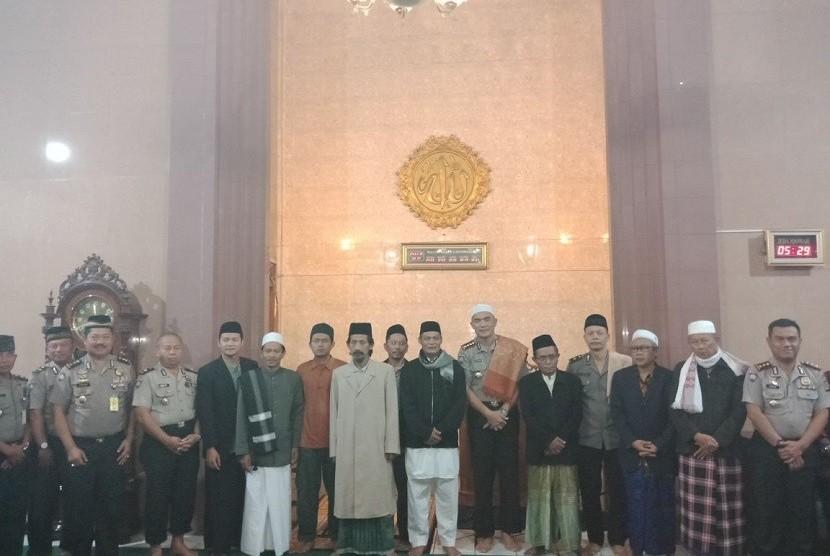 Kegiatan shalat subuh berjamaah keliling masjid yang digagas Direktorat Binmas Polda Jabar