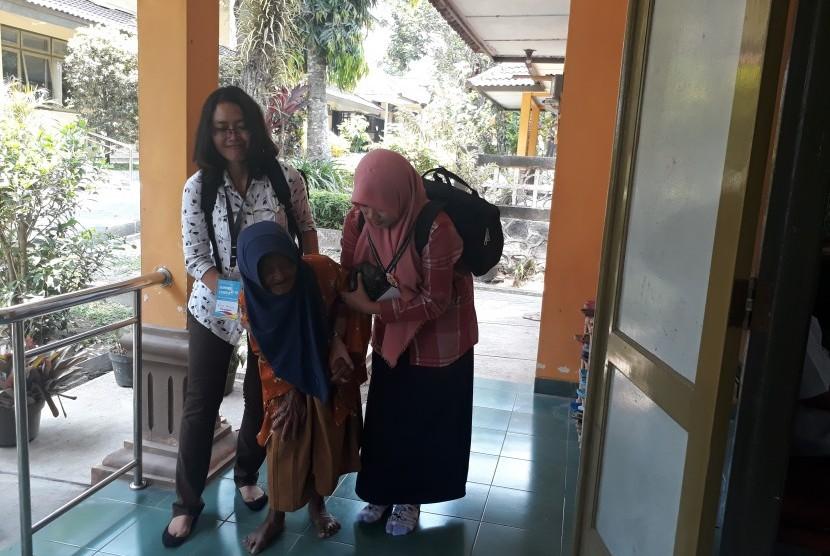 Kegiatan Summer Course 2018 on Interprofessional Health Care: Health Related Problem in Elderly UGM di Balai Pelayanan Sosial Tresna Werdha (PSTW) Yogyakarta.