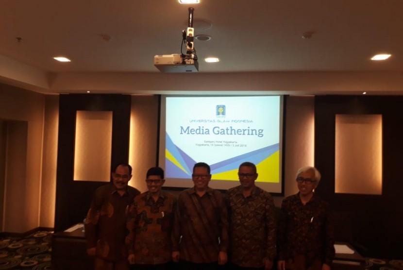 Kegiatan temu media Universitas Islam Indonesia (UII) di Eastparc Hotel, Selasa (3/7).  Kegiatan sekaligus memperkenalkan Rektor dan Wakil-Wakil Rektor UII periode 2018-2022.