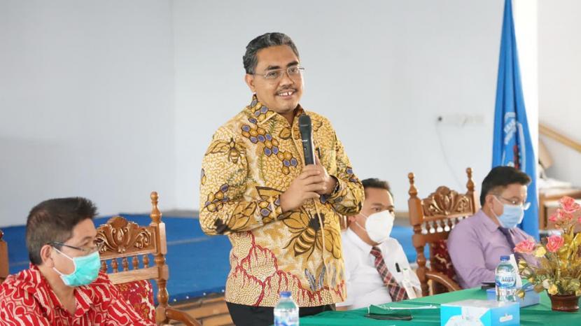 Kehadiran Wakil Ketua MPR Jazilul Fawaid ke Universitas Kristen Indonesia Tomohon (UKIT), Kota Tomohon, Sulawesi Utara (10/11) disambut dengan hangat oleh civitas akademika di sana. Rektor UKIT Pendeta Dr. Arthur Rumengan, para pembantu rektor, pihak yayasan, ketua senat, pengurus BEM, serta para pendeta, menjabat tangan Jazilul Fawaid sejak dirinya menginjak di kampus itu.