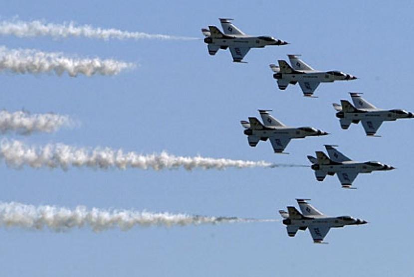 Kekuatan militer udara AS menyerang militan selain ISIS.
