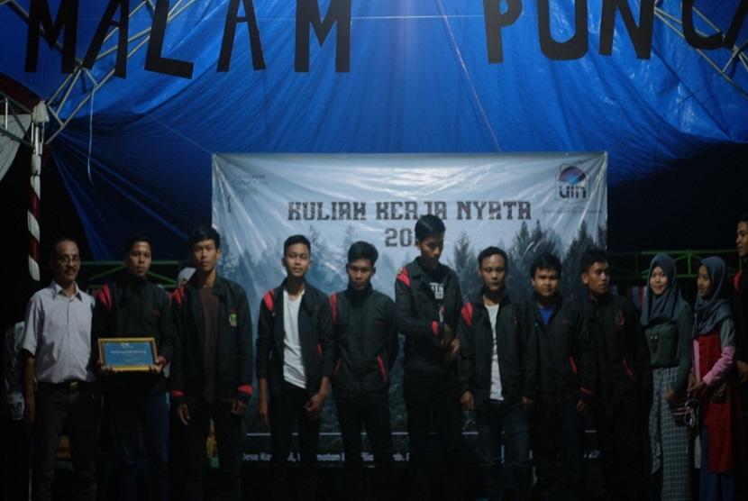Kelompok mahasiswa KKN 56 Sagara, UIN Syarif Hidayatullah Jakarta, berhasil bentuk organisasi Gerakan Remaja Lebak Muncang (Garlem), sebagai wadah gerakan pemuda mengawal kesejahteraan sosial Masyarakat di Desa Karehkel, Kecamatan Leuwiliang, Kabupaten Bogor.