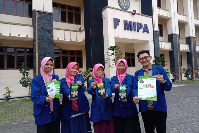 kelompok mahasiswa Universitas Negeri Yogyakarta (UNY) yang membuat beras analog.
