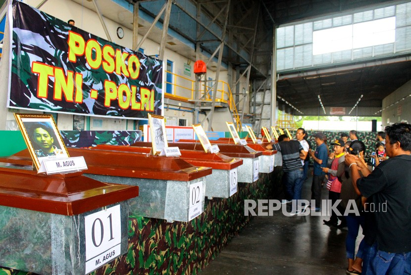 Casket of the Trans Papua road construction workers brutally killed by a group of armed Papuan rebels laid at Avco hangar Moses Kilangin Timika Airport, Mimika, Papua, Friday (Dec 7).