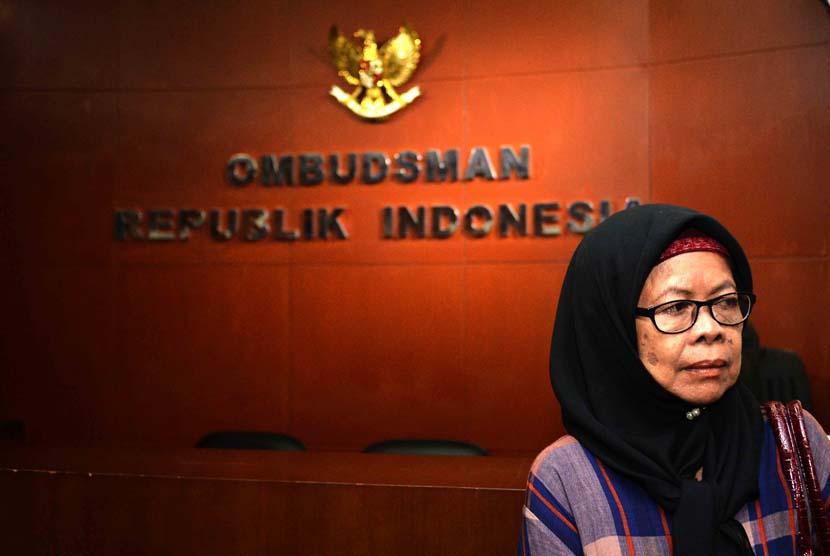 Keluarga korban tragedi 1965 dan penculikan aktivis prodemokrasi yang diwakili oleh Ruyati Darwin mendatangi Kantor Ombudsman RI, Jakarta, Senin (9/6).