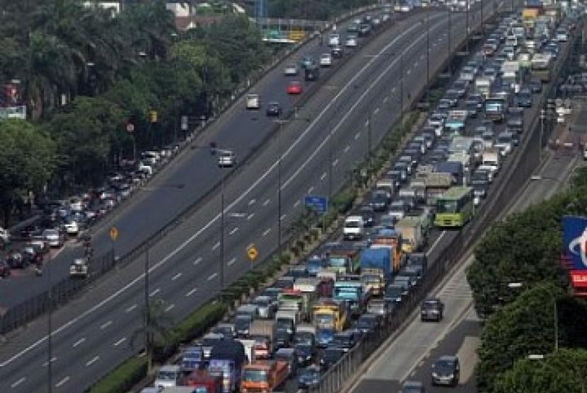 Kemacetan di jalan tol dalam kota Jakarta
