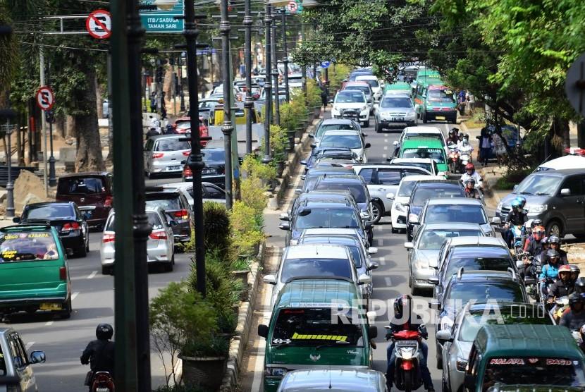 Pemkot Bandung akan Razia Mobil yang tak Punya Tempat Sampah