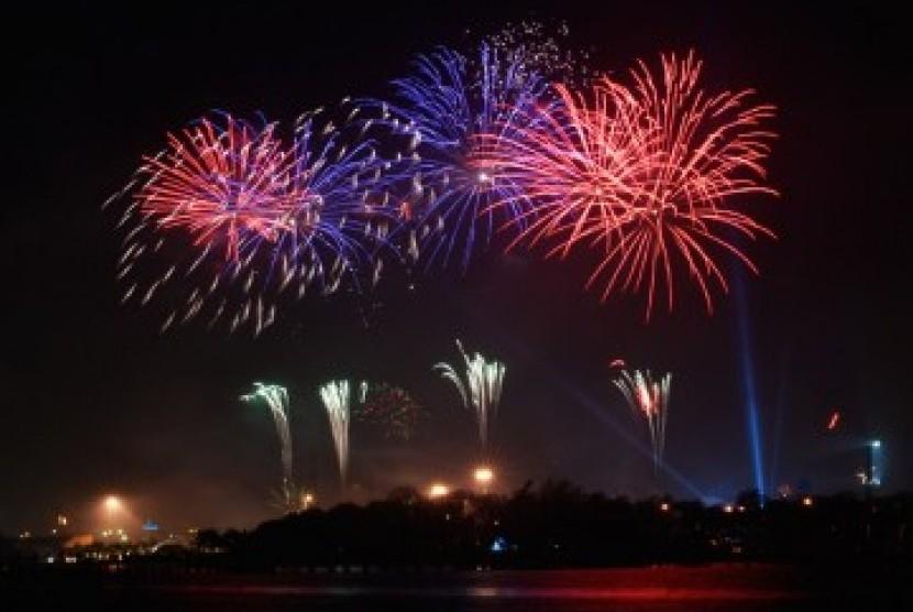 Kembang api di malam tahun baru. Ilustrasi