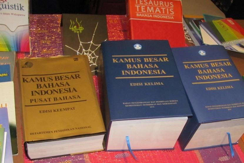 Kemendikbud mengeluarkan Kamus Besar Bahasa Indonesia (KBBI) edisi kelima.