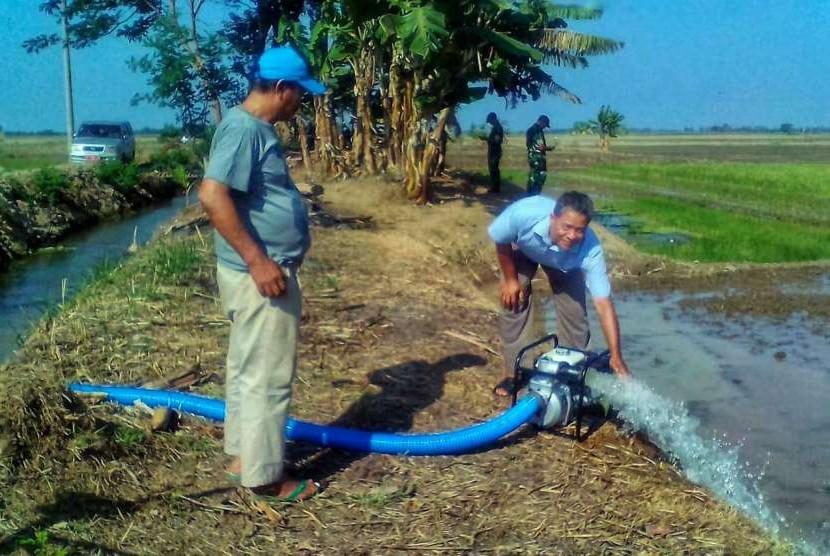 Kementan bergerak cepat melakukan pompanisasi di sembilan desa di kabupaten Karawang, Jawa Barat.
