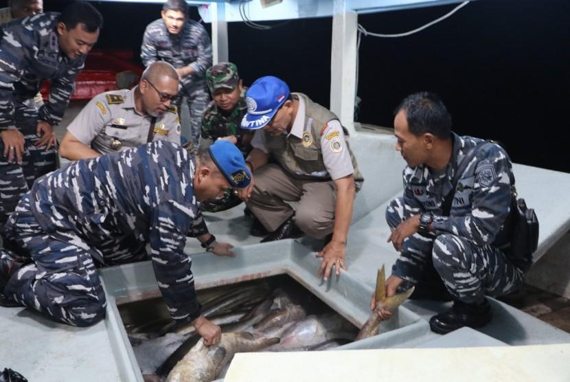 Kementan - TNI AL menggelar patroli laut di Tanjung Balai Karimun