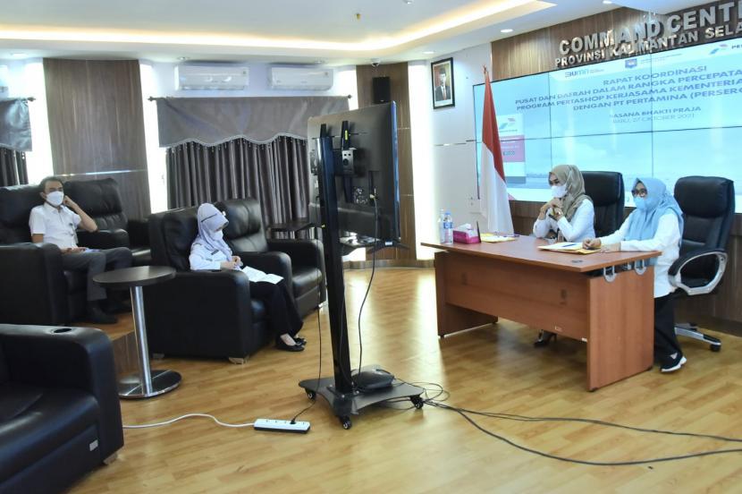 Kementerian Dalam Negeri (Kemendagri) RI, menggelar rapat koordinasi Percepatan Pelaksanaan Program Pertashop, bersama unsur pemerintah daerah, Rabu (27/10), secara virtual.