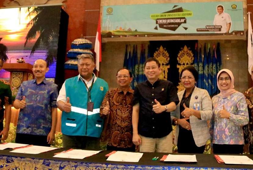 Kementerian Energi dan Sumber Daya Mineral (ESDM) memastikan pengembangan Pembangkit Listrik Tenaga Uap (PLTU) Celukan Bawang di Kabupaten Buleleng, Provinsi Bali tidak lagi berbahan bakar batu bara.