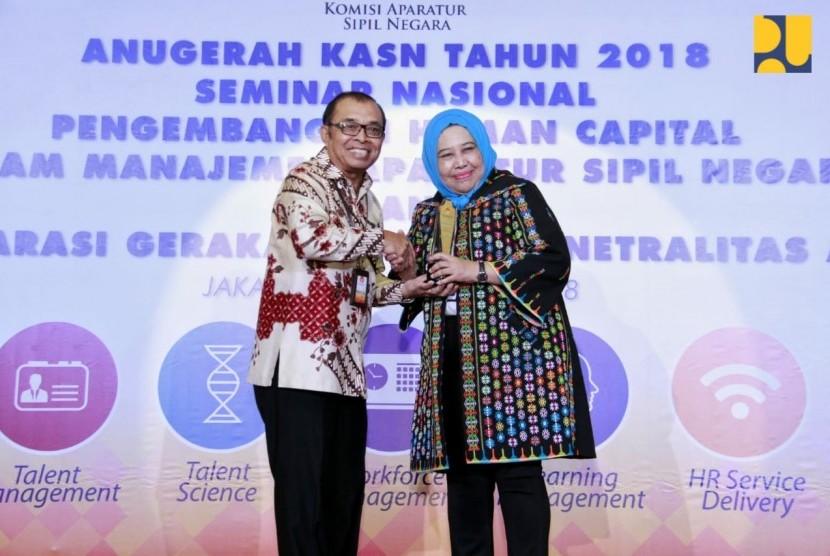 Kementerian Pekerjaan Umum dan Perumahan Rakyat (PUPR) meraih dua penghargaan dari Komisi Aparatur Sipil Negara (KASN) dalam ajang Anugerah KASN 2018 untuk kategori Manajemen Talenta dan Katagori Pelaksanaan Manajemen SDM ASN