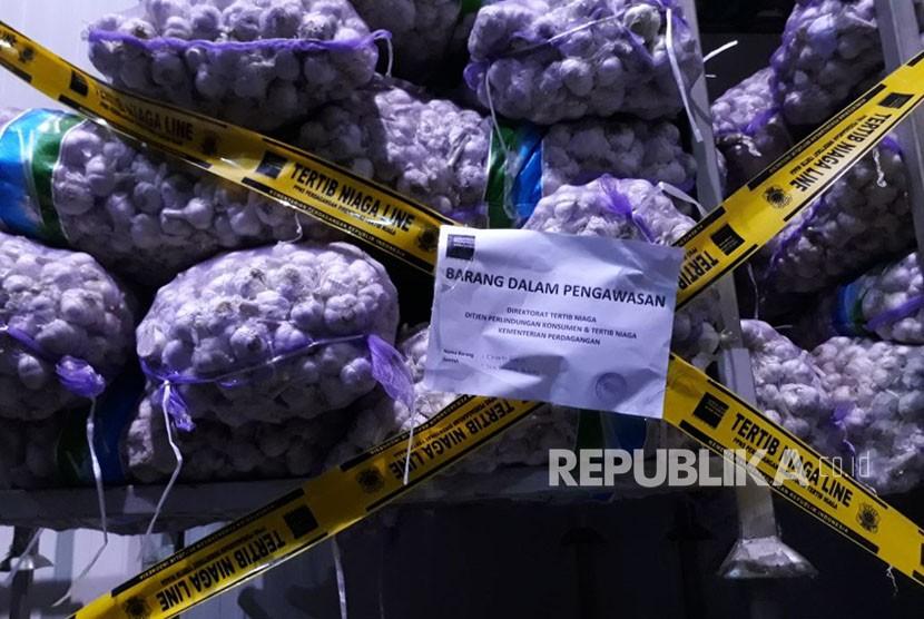 Kementerian Perdagangan mengamankan lima ton bibit bawang putih asal impor yang diperjualbelikan di Pasar Induk Kramat Jati, Jakarta Timur. Pengamanan bibit bawang putih tersebut dilakukan pada 2 Maret 2018.