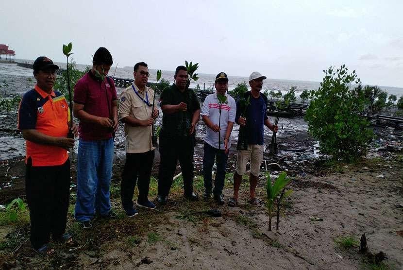 Kementerian Perhubungan cq. Ditjen Perhubungan Laut juga menyelenggarakan aksi penanaman 590 pohon mangrove di pesisir pantai Kubu sebagai rangkaian Keselamatan Pelayaran tahun 2018.