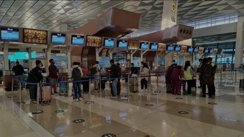 Kementerian Perhubungan memfasilitasi keberangkatan 242 kru kapal pesiar dari Bandara Soekarno-Hatta menuju Jerman.