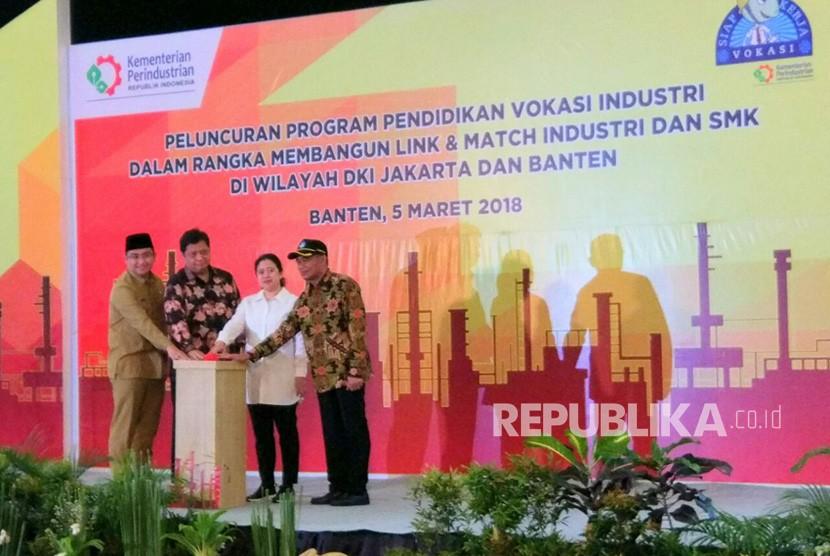 Kementerian Perindustrian, bekerja sama dengan PT. Krakatau Steel (Persero), meluncurkan program vokasi industri tahap kelima yang mencakup wilayah DKI Jakarta dan Banten, di Cilegon, Senin (5/3).