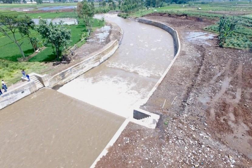 Kementerian PUPR bangun tanggul di Sungai Cimanuk