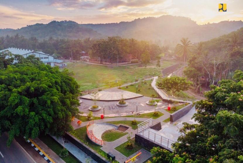 Kementerian PUPR melakukan penataan kawasan wisata di Desa Kuta dan Dusun Gerupuk, Desa Selong, Lombok Tengah, NTB.