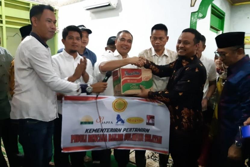 Kementrian Pertanian (Kementan) salurkan bantuan bagi korban bencana alam di Sulawesi Selatan