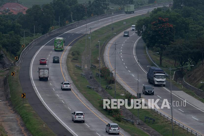Jalan Tol Cipali Beroperasi Normal di Masa PPKM Darurat (ilustrasi).