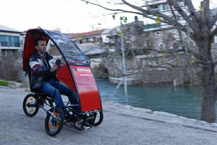 Kendaraan listrik yang dirancang oleh Elvis Cero yang bisa dilipat.