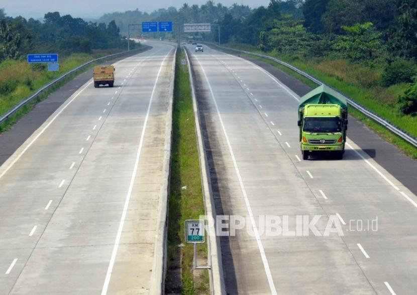 Menteri BUMN Erick Thohir mengungkapkan Tol Trans Sumatera menimbulkan dampak ekonomi yang luar biasa.