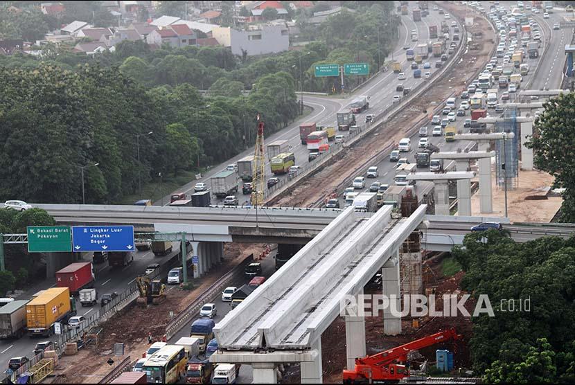 Kepadatan kendaraan di jalan tol (ilustrasi)