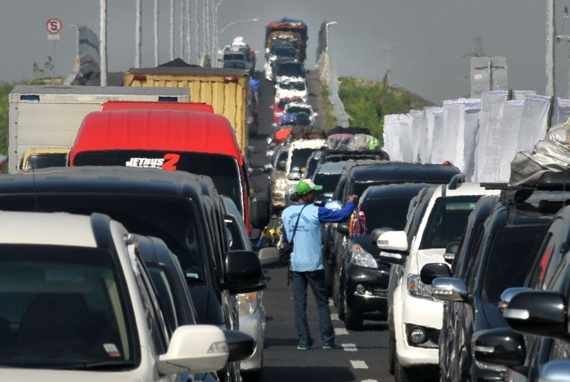The worst gridlock at Pejagan - Brebes Timur toll road, Central Java occurred on Thursday (June 30, 2016).