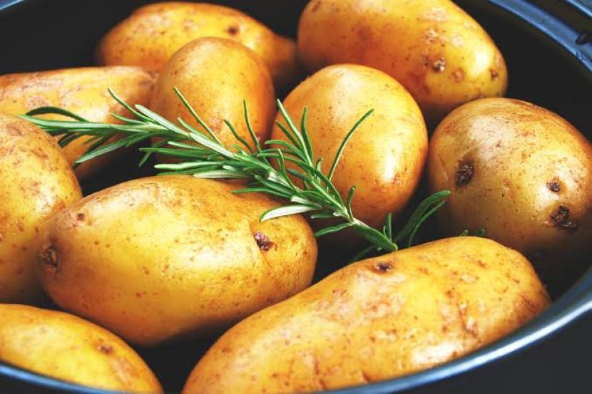 Tanpa disadari, kulit kentang ternyata memiliki ragam manfaat sehat.