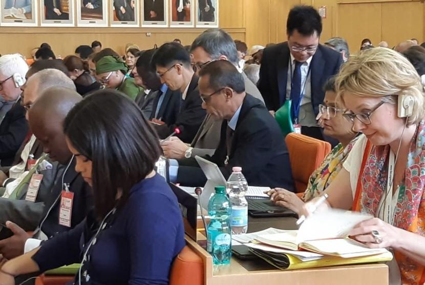 Kepala Badan Ketahanan Pangan Kementerian Pertanian (BKP Kementan) Agung Hendriadi (ketiga kanan) berbicara dalam Sidang Dewan Organisasi Pangan dan Pertanian Dunia (Food and Agriculture Organization of The United Nations/FAO) ke-159 di Roma, Italia.