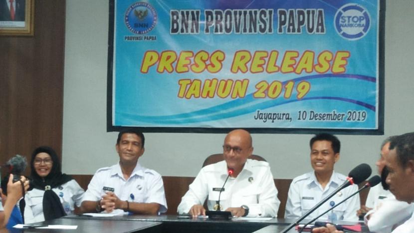 Kepala Badan Narkotika Nasional Provinsi (BNNP) Kalsel, Brigjen Jackson Arison Lapalonga (tengah).