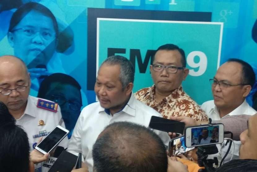 Kepala Badan Pengelola Transportasi Jabodetabek (BPTJ) Bambang Prihartono, Kepala Badan Pengatur Jalan Tol (BPJT) Herry Trisaputra Zuna, Direktur Eksekutif DPP Aptrindo Johannes Samsi, dan Direktur Operasi II PT Jasa Marga (Persero) Subakti Syukur menjelaskan mengenai intergrasi ol Jakarta Outer Ring Road (JORR) yang diterapkan pada 29 September 2018 di Kementerian Komunikasi dan Informatika, Rabu (26/9).