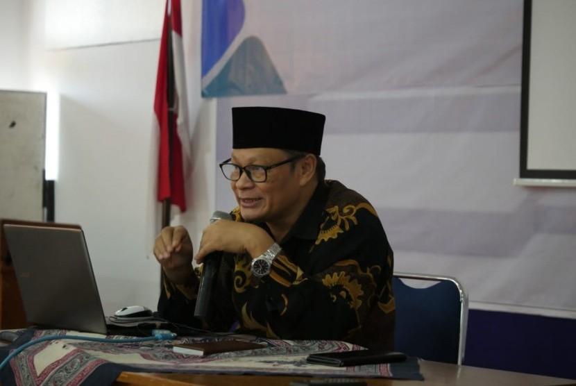 Kepala Balai Bahasa Yogyakarta, Pardi Suratno, saat memberi materi di Diklat Inspiratif Republika di BBY, Rabu (13/3).