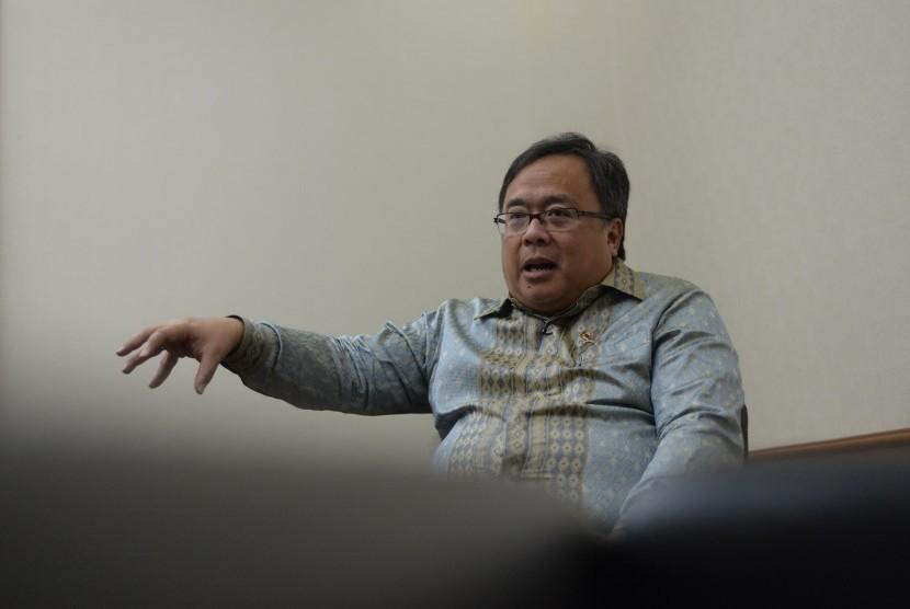Kepala Bappenas, Bambang Brodjonegoro dalam sesi wawancara bersama Republika di Kantor Bappenas, Jakarta, Rabu (7/11).