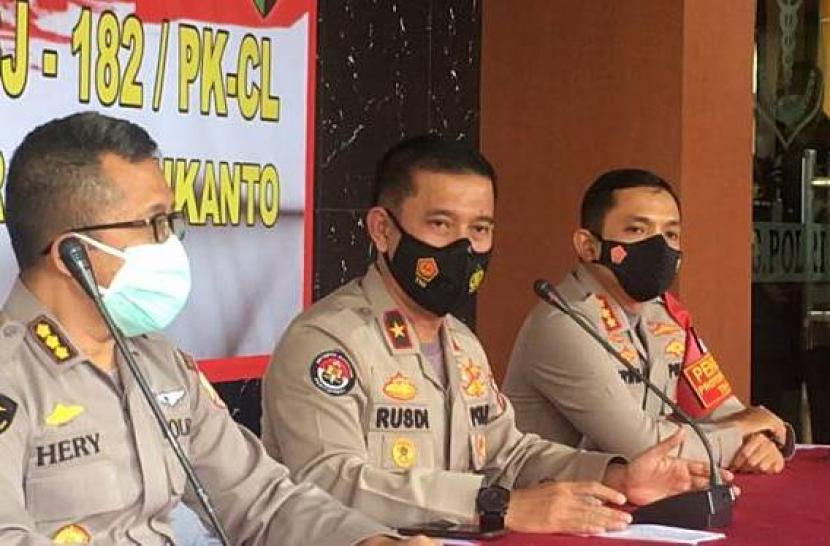 Kepala Biro Penerangan Masyarakat Divhumas Polri, Brigjen Rusdi Hartono (tengah).