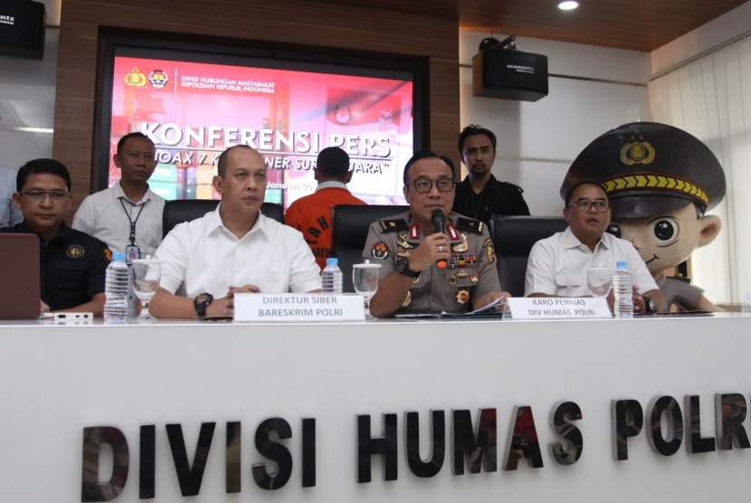 National Police holds a press conference on the case of fake news related to seven containers of marked ballots, Jakarta, Wednesday (Jan 9).