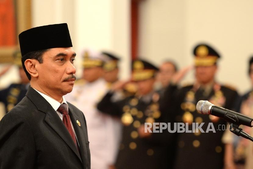 Kepala BNPT Komjen Polisi Suhardi Alius mengikuti pengucapan sumpah jabatan yang dipimpin Presiden Joko Widodo saat pelantikan di Istana Negara, Jakarta, Rabu (20/7). (Republika/ Wihdan)