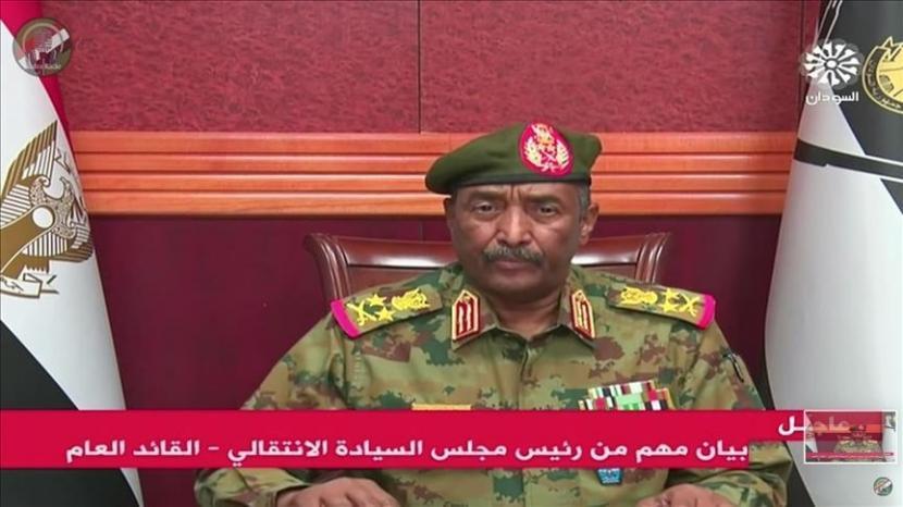 Kepala Dewan Militer Sudan Jenderal Abdel-Fattah al-Burhan mengumumkan darurat sipil dan membubarkan dewan kedaulatan dan pemerintahan transisi.