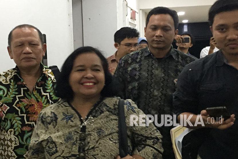 Kepala Dinas Pariwisata dan Kebudayaan (Kadisparbud) DKI Jakarta, Tinia Budiarti, usai diperiksa di Ditreskrimum Polda Metro Jaya, Kamis (24/5) hampir selama sekitar 10 jam terkait sembako maut Monas.