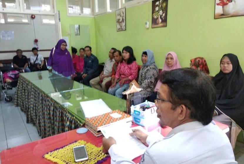 Kepala fisioterapis di Makassar menjelaskan mengapa para fisioterapis tidak melayani pasien BPJS mulai Kamis (26/7).