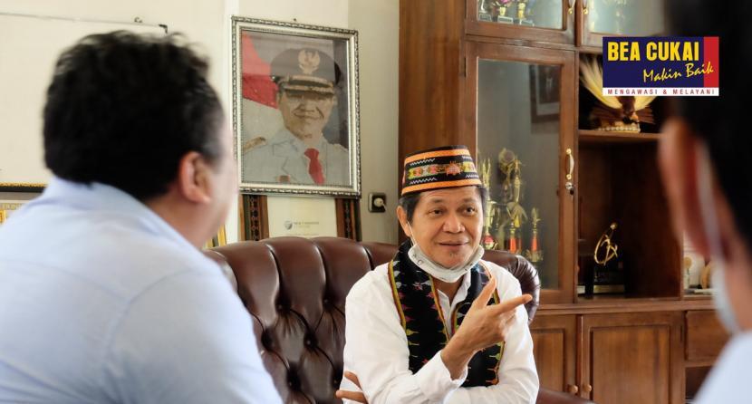 Kepala Kantor Bea Cukai Maumere, Tommy Hutomo melakukan kunjungan ke Kantor Bupati Manggarai Barat Rabu (15/7).