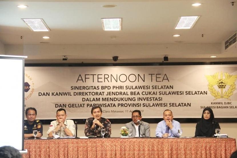 Kepala Kantor Wilayah Bea Cukai Sulawesi Selatan, Padmoyo Tri Wikanto memberikan penjelasan mengenai Nomor Pokok Perusahaan Barang Kena Cukai (NPPBKC) dalam acara Acara Afternoon Tea Sinergitas BPD PHRI Sulawesi Selatan.