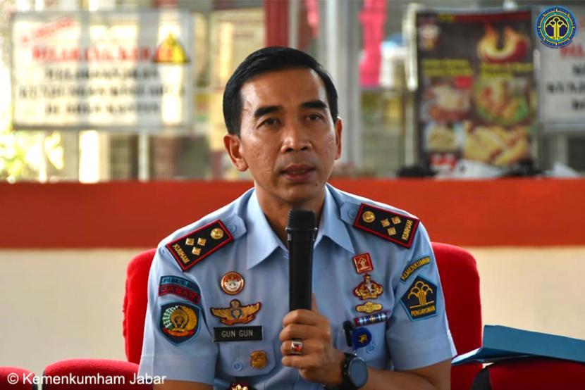 Lapas I Surabaya Gagalkan Penyelendupan Sabu dalam Roti. Kepala Lapas Klas I Surabaya, Gun Gun Gunawan.
