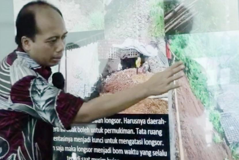 Kepala Pusat Data, Informasi dan Hubungan Masyarakat BNPB, Sutopo Purwo Nugroho