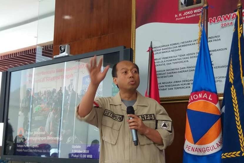 Kepala Pusat Data Informasi dan Humas Badan Nasional Penanggulangan Bencana (BNPB) Sutopo Purwo Nugroho di Graha BNPB, Jakarta Timur, Rabu (3/10).