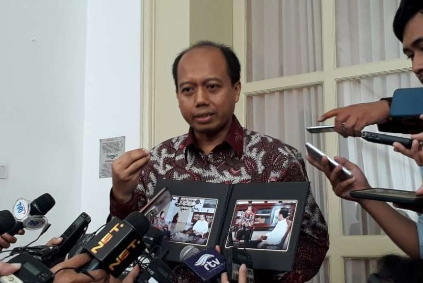 Kepala Pusat Data Informasi dan Humas BNPB Sutopo Purwo Nugroho bertemu Presiden Joko Widodo (Jokowi) di Istana Kepresidenan Bogor, Jawa Barat, Jumat (5/10).